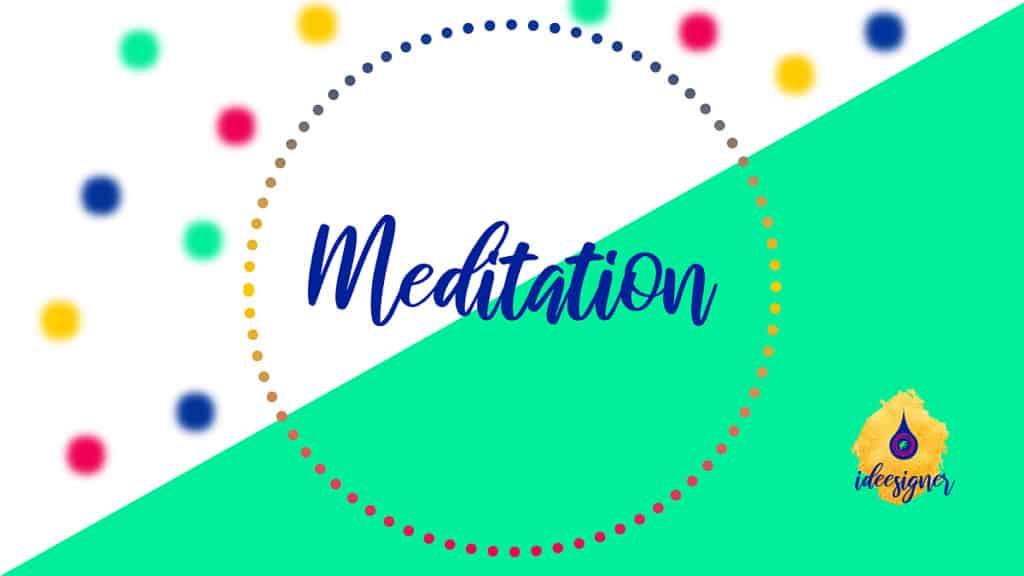 Meditation mit Kopfhörern und Augenmaske